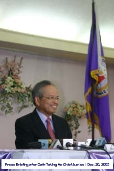 press-briefing-after-hailed-as-21st-chief-justice-of-the-philippines-december-20-2005-1
