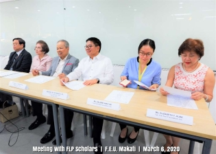 Meeting with Scholars (1)